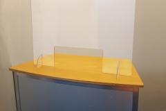 Corona Spritzschutzwand mit Durchreiche